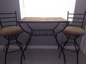 Nice bar table with stools for Sale in North Las Vegas, NV