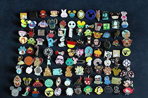 Disney Trading Pins (FREE DELIVERY) for Sale in Orlando, FL
