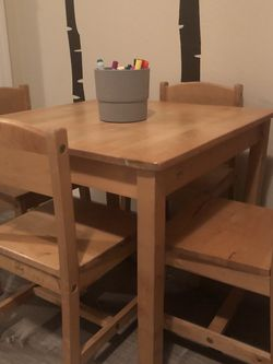 Kidkraft Honey Farmhouse Wooden Table And 4 Chairs for Sale in San Jose,  CA