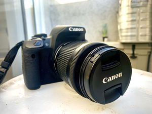CANON Rebel EOS Rebel T5i w/ 18-55mm lense for Sale in Los Angeles, CA