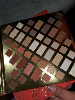 Cargo eyeshadow palette for Sale in Colton, CA