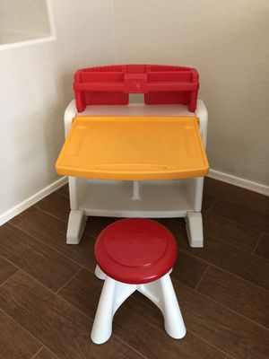 Kid's Desk Step2 Flip and Doodle Easel with Stool for Sale in Chandler, AZ