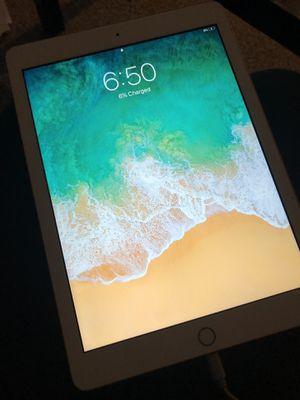 iPad 32GB Gold for Sale in Peoria, IL