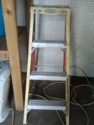 4 ft. Ladder for Sale in San Bernardino, CA