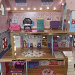 Doll House Not Free Make Offer for Sale in El Cajon, CA