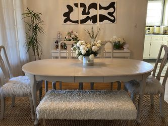 Dining Room Table Set W/ Leaf! for Sale in Los Angeles,  CA
