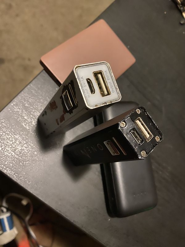 PORTIBLE CHARGERS MULTIPLE DIFFERENT SIZES