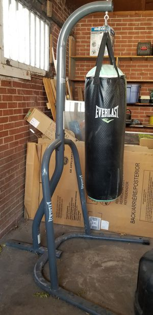 Everlast punching bag w stand for Sale in Pueblo, CO