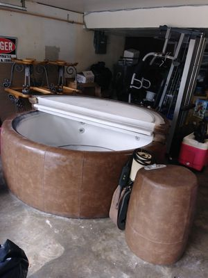 Softub hot tub obo for Sale in Kansas City, MO