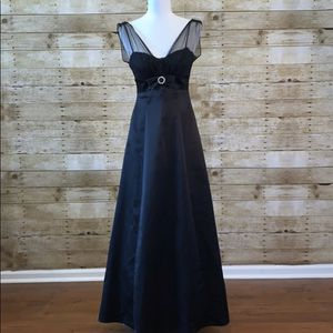 Betsy & Adam Full Length Formal Black Gown Size 4 for Sale in Wellington, FL