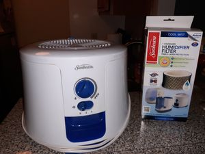 Humidifier and filter like new for Sale in Henrico, VA