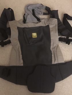 Lille Baby Toddler Carrier Mesh Sunshade Super Comfy for Sale in Bellevue,  WA