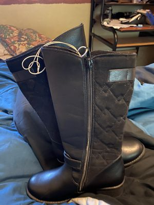Boots for girls size 2 for Sale in Orlando, FL