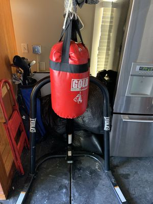 Everlasting punching bag and stands for Sale in Santa Cruz, CA
