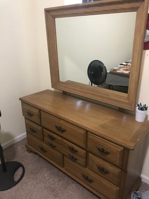 Dresser with mirror for Sale in Reading, PA