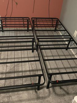 Lull Queen Sized Metal Storage Frame for Sale in Queens,  NY