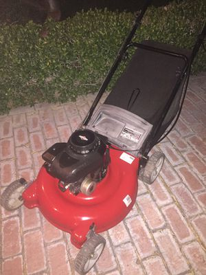 """YARD MACHINE 21"""" PUSH LAWN MOWER WITH BAG for Sale in Las Vegas, NV"""