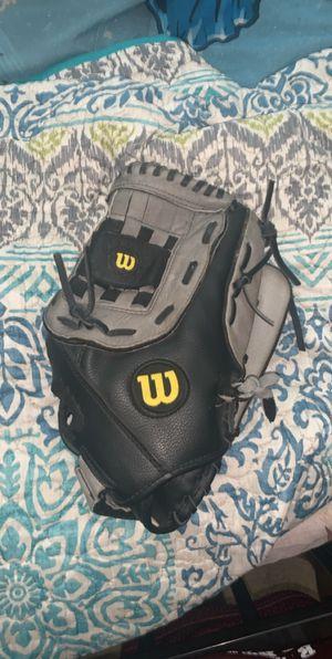 Men's baseball glove for Sale in Fresno, CA