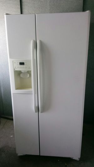 General Electric Refrigerator willing to deliver for small fee for gas for Sale in Anaheim, CA