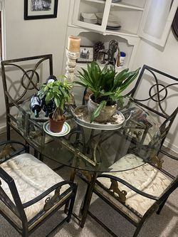 Dining table for Sale in South Pasadena,  CA
