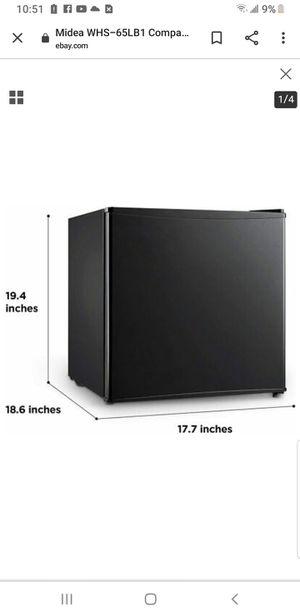 Mini refrigerator for Sale in Los Angeles, CA