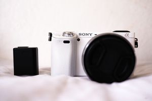 Sony A6000 Rare white color for Sale in Waialua, HI