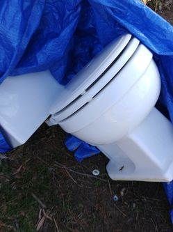 Free Old Toilet for Sale in Ballwin,  MO