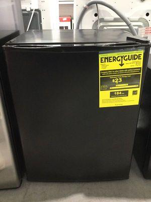Mini fridge Refrigerator Refrigerador Frio Nevera 2.4 cf for Sale in Miami, FL