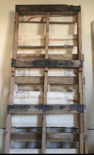 4 Wood Pallets - Free for Sale in Edison, NJ