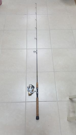 Shimano Stradic 4000FH with Star Rods Nickelite N815N70 7' 8-15 LB Line for Sale in Pembroke Park, FL