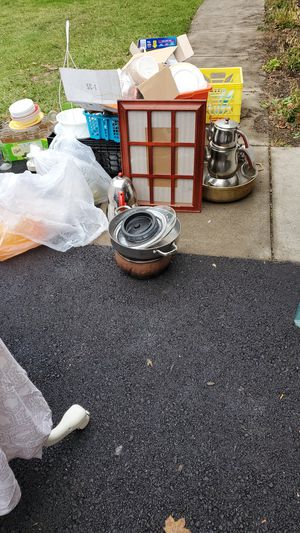 Kitchenware free for Sale in Rochester, NY