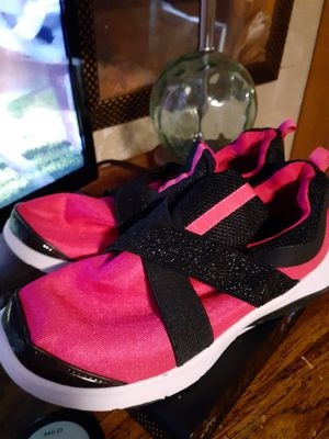 MICHELES BOUTIQUE HOT PINK TENNIS SIZE 5 FOR 20.00 AND PINK ROSE NIKES FOR 20.00 SIZE 6 NEAR ST. MARYS UNIVERSITY for Sale in San Antonio, TX