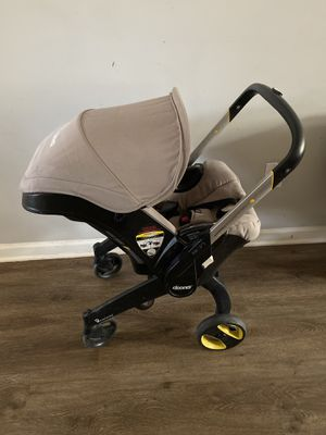 Doona car seat/stroller with base for Sale in Charlotte, NC