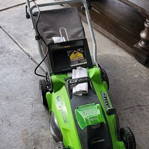 """40v Electric Wireless Lawn Mower 16"""" for Sale in Henderson, NV"""
