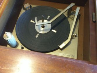 Beautiful Record Player With TV for Sale in Tacoma,  WA