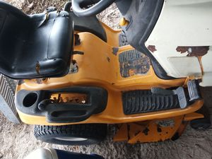 Sale my cud cade rinding mower and ramps for $340 vendo mi tractor llardero prende Al llavaso y rampas for Sale in San Antonio, TX