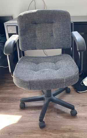 Office desk chair for Sale in Miami, FL