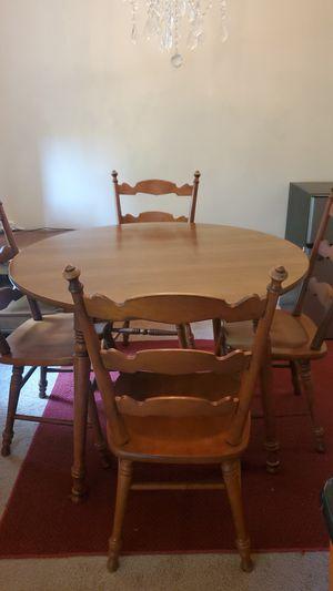 Small diningroom table w/4 chairs....mesa de comedor con 4 sillas gratis for Sale in Sudley Springs, VA