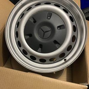 SPRINTER 2500 STEEL WHEELS BLACK with HUBCAPS for Sale in Fort Lauderdale, FL