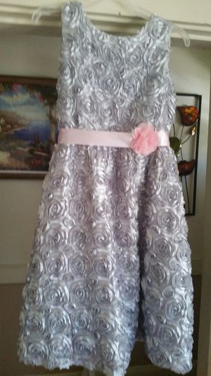 Beautiful Dress for girls size 10 to 12 with flowers for Sale in Everett, MA