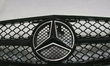 C Class W204 Front + Emblem C300 C350 2008-14 for Sale in Mission Viejo,  CA