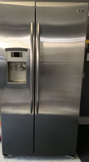 GE 26 cu ft Stainless Steel Refrigerator for Sale in Centreville, VA
