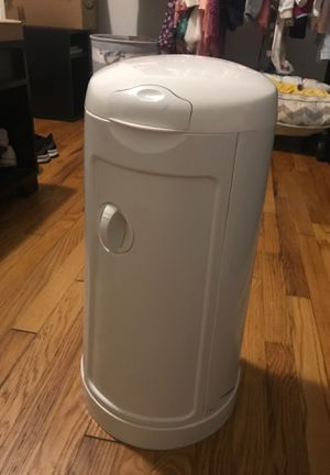 Munchkin Diaper Pail for Sale in Clifton, NJ