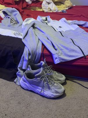 Yeezy 11 , Adidas L , G-Star M (Good Bundle ‼️) for Sale in Cleveland, OH
