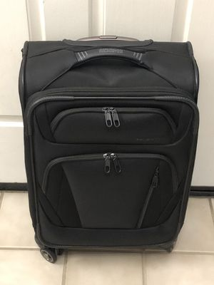 New American Tourister Luggage 20 Inch Spinner Upright Suitcase Carry On Bag for Sale in Elk Grove, CA
