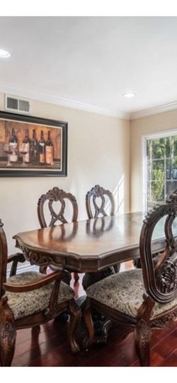 Beautiful dining table with six chairs good condition pick up in Northridge ZIP Code 91324 for Sale in Los Angeles,  CA