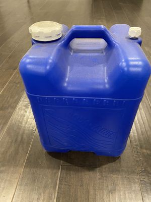 Aquatainer 7 gallon containers for Sale in Federal Way, WA