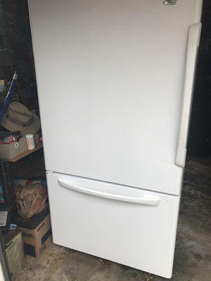 Kitchen appliances- fridge, dishwasher and microwave for Sale in Cleveland, OH