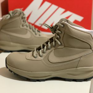 Brand new Nike Manoadome Boot Khaki for Sale in Chicago, IL