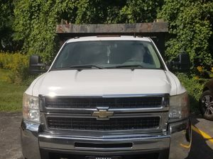 2008 Chevy Silverado dump truck for Sale in Cleveland, OH